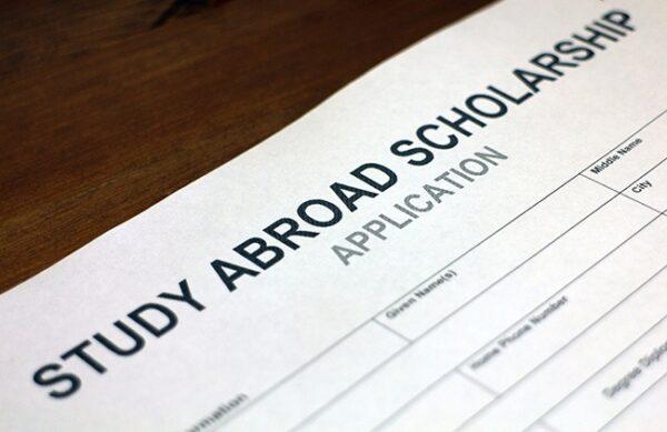 Hồ sơ xin học bổng gồm những gì? Cách viết hồ sơ xin học bổng